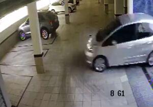 فیلم/ لحظه سقوط خودروی سواری در پارکینگ!