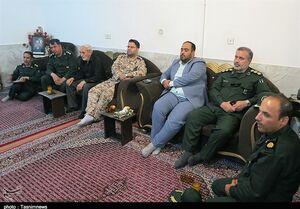 دیدار نمایندگان فرمانده سپاه با خانواده دو شهید +عکس