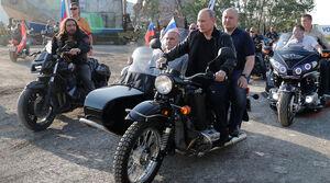 عکس/ موتور سواری پوتین
