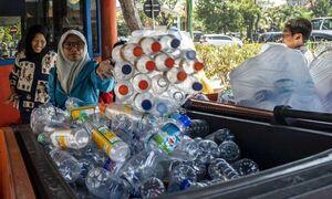 عکس/ به جای بلیط اتوبوس ضایعات پلاستیکی بدهید