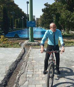 دوچرخه سواری اشتفان شولتس، سفیر اتریش در ایران، در پارک شهر