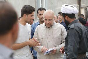 مدیر جهادی در کنار نیروهای جهادی +عکس