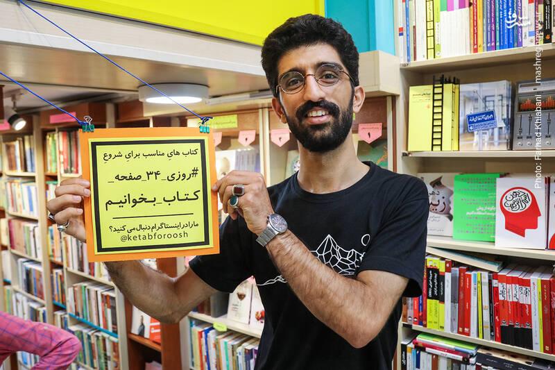 علی رکاب هم تصمیم می گیرد برای تبلیغ بیشتر این پویش، با تابلویش عکس یادگاری بگیرد...