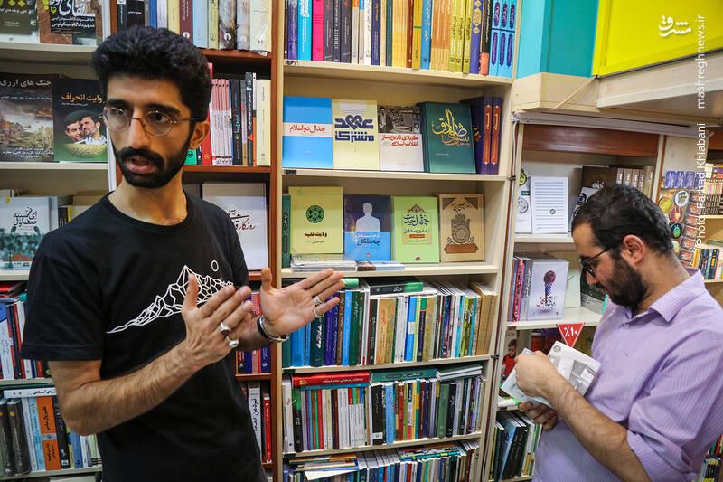 رکاب می گوید: هر کتابفروشی که کتاب های امام و رهبری را به طور مشخص و تفکیک شده تبلیغ کرده و بفروشد با فروش بالای این کتابها روبرو می شود اما این از مظلومیت این بزرگان است که حتی کتاب هایشان هم مورد بی مهری قرار می گیرد.