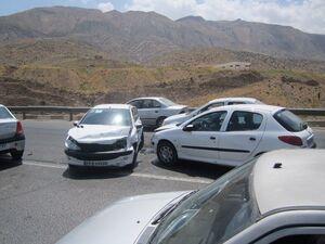 عکس/ لغزندگی جاده و تصادف زنجیرهای در شیراز