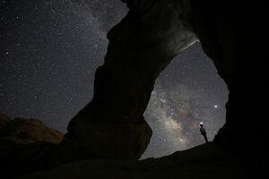 آسمان شب در منطقه الخارزا وادی روم، جنوب اردن