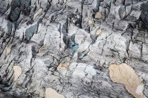 فیلم/ سقوط ۲ کوهنورد به علت پاره شدن زیپلاین