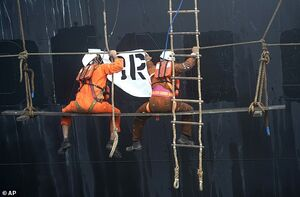 عکس/ عملیات تغییر نام نفتکش ایرانی «گریس١»
