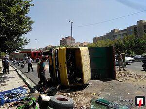 واژگونی کامیون حمله نخاله در بزرگراه حکیم