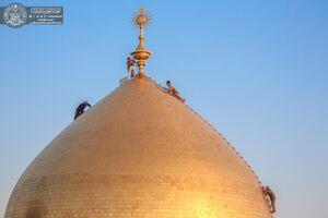 عکس/ شستشوی گنبد حرم حضرت علی(ع)