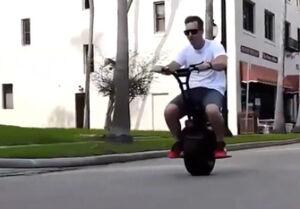 فیلم/ موتورسیکلت شگفتانگیز تکچرخ!