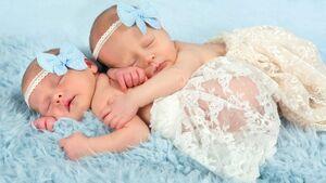 تولد دوقلوهای عجیب با ۱۱ هفته فاصله از هم!