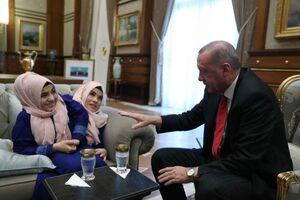 عکس/ دیدار اردوغان با دوقلوهای بههم چسبیده