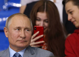پوتین در میان تماشاگران هاکی