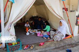 عکس/ سیلزدگانی که هنوز در چادر زندگی میکنند!