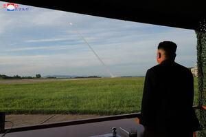 عکس/ آزمایش موشکی کره شمالی با حضور اون