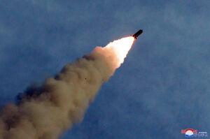 آزمایش موشک توسط کره شمالی با حضور اون