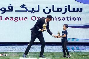 عکس/ پسر بیرانوند جایزه را با پدرش شریک شد