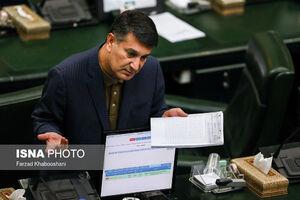 جلسه علنی مجلس شورای اسلامی سوم شهریورماه با حضور بیژن زنگنه، وزیر نفت و به ریاست علی لاریجانی برگزار شد. دو نماینده بازداشتی که با قرار وثیقه آزاد شدند، در این جلسه حضور داشتند.