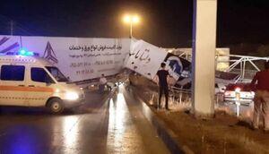 سقوط پل هوایی بر روی خودرو در مشهد