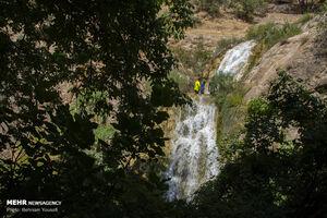 فیلم/ آبشاری شگفتانگیز در داراب