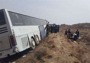 ۱۹ مصدوم بر اثر واژگونی اتوبوس در بندرعباس