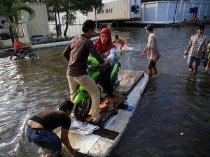 تصاویر جدید از سیل مرگبار در اندونزی