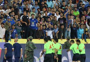 عکس/ اعتراض شدید هواداران استقلال به فغانی