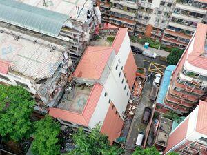 ساختمان مسکونی شش طبقه در چین نشست کرد