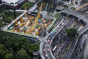 ادامه اعتراضات در هنگکنگ با پرچم آمریکا