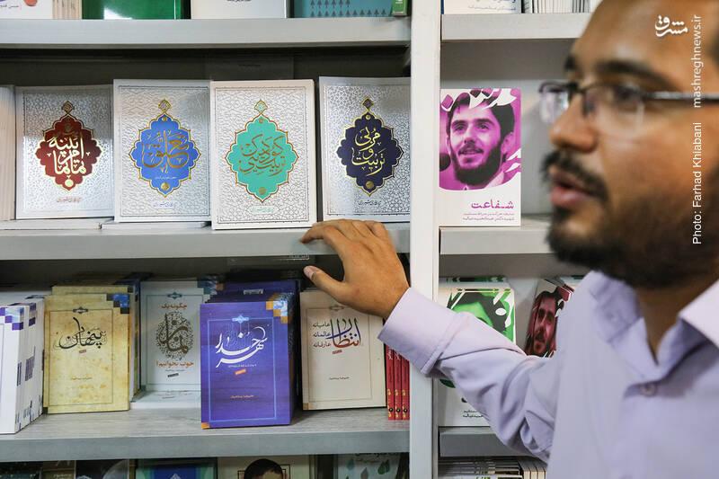 محمد شفیعی، اشاره ای هم به مجموعه کتاب های مرحوم آیت الله حائری شیرازی می کند. کتاب هایی آموزنده و خوش خوان.