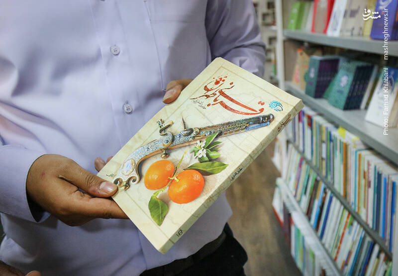 «قربانی طهران» هم این روزها بسیار دیده و خوانده شده است. داستانی تاریخی به قلم حامد اشتری که آن را نشر معارف منتشر کرده. داستانی در عصر مشروطه با محوریت شیخ فضل الله نوری.