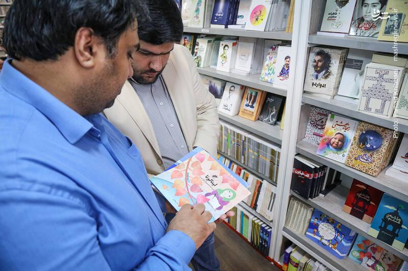 سید وحید هم چند کتاب کودکانه آورده است برای پیشنهاد که «لینالونا» مهم ترنی آن هاست. کتابی به قلم خانم کلر ژوبرت، نویسنده مسلمان که به زبانی ساده درباره حجاب برای کودکان نوشته شده است.