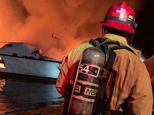 عکس/  ۳۴کشته در آتش سوزی قایقی در کالیفرنیا