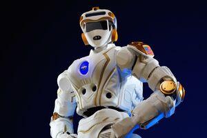 رباتهایی که برای زندگی در فضا آماده میشوند +فیلم
