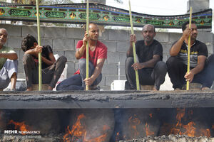 عکس/ طبخ حلیم سنتی در بندرعباس