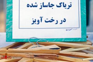 عکس/ جاسازی تریاک در چوب لباسی