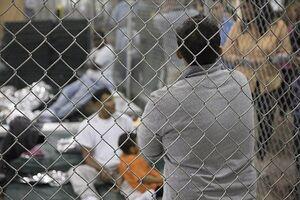 مهاجران پشت مرزهای بسته آمریکا ماندهاند +فیلم