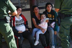 بر خلاف وعده بایدن کودکان مهاجر بازداشت میشوند