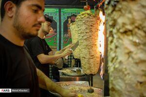 عکس/ پخت غذای نذری در موکب عراقی های مقیم دولت آباد