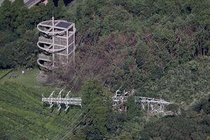 عکس/ سقوط دکل های برق در ژاپن