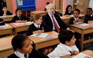 عکس/ نخست وزیر بریتانیا در مراسم آغاز سال تحصیلی