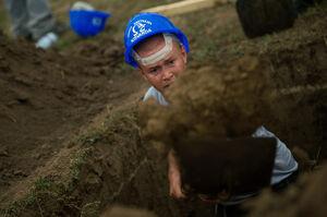 مسابقه عجیب قبرکنی در مجارستان