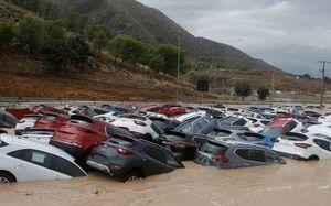 عکس/ خسارت سیل به خودروها در اسپانیا