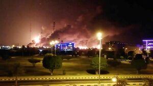عکس/ آتش سوزی گسترده در تأسیسات نفتی عربستان