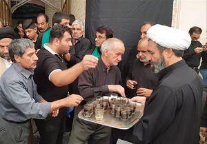 پذیرایی روحانیون از عزاداران حسینی در یزد + فیلم