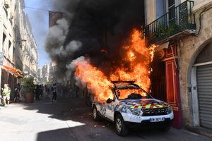 آتش زدن خودرو پلیس در فرانسه