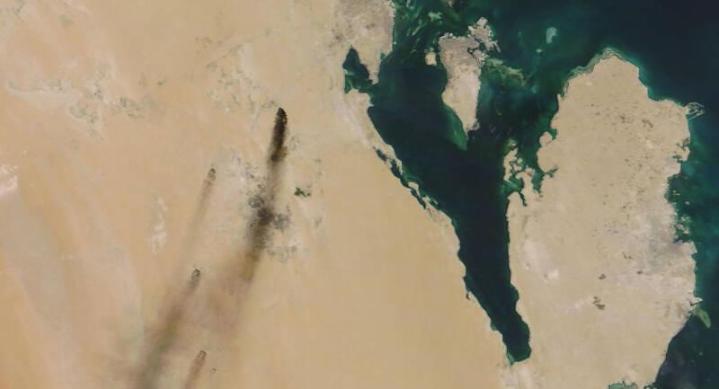 آتش سوزی در پالایشگاههای آرامکو ادامه دارد/ تاخیر چند هفتهای عربستان در رسیدن به ظرفیت معمول