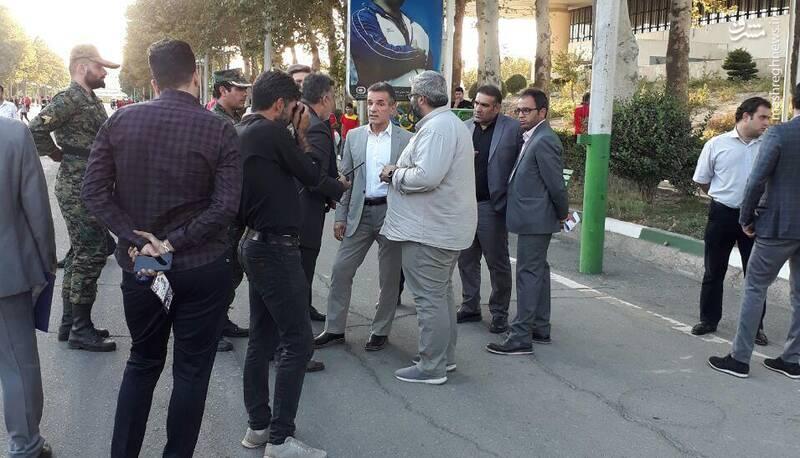 عکس/ انصاریفرد در بین هواداران شاکی