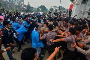 عکس/ اعتراض ضد دولتی دانشآموزان اندونزیایی